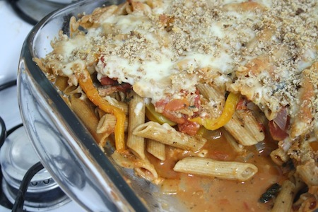 spinach, tomato and roasted pepper pasta bake in dish