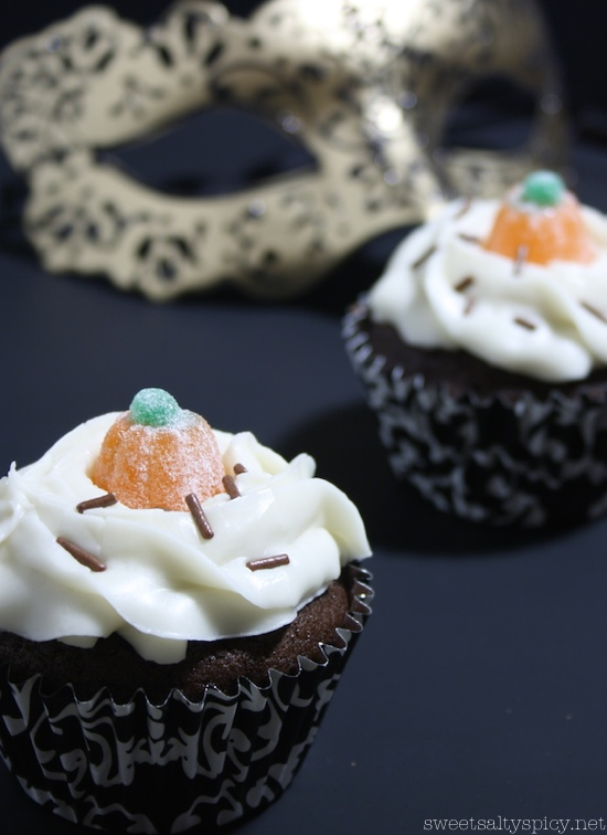 Halloween vegan orange-chocolate cupcakes